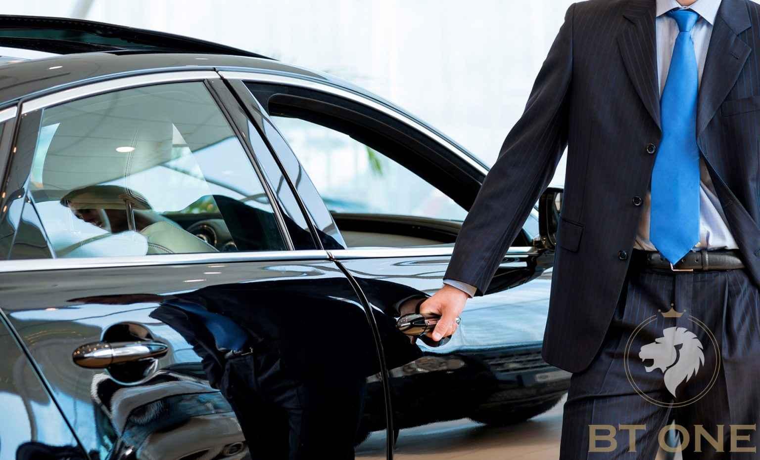 Арендовать авто с водителем или без него?